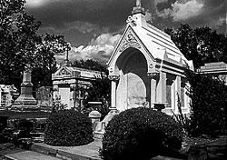 La-neworleans-cemetery-def