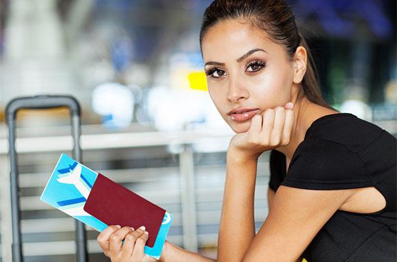 580x382_Fashionable-Woman-Waiting-At-Airport