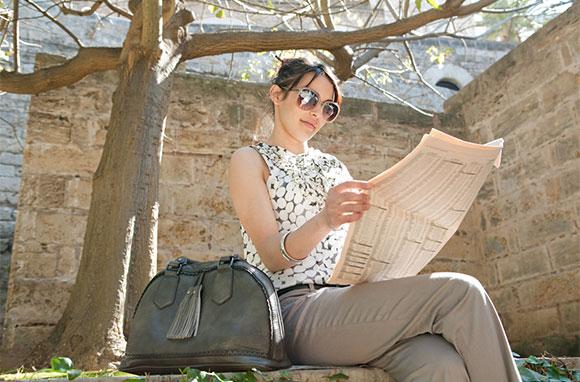 580x382_Businesswoman-Reading-Newspaper-Under-Tree