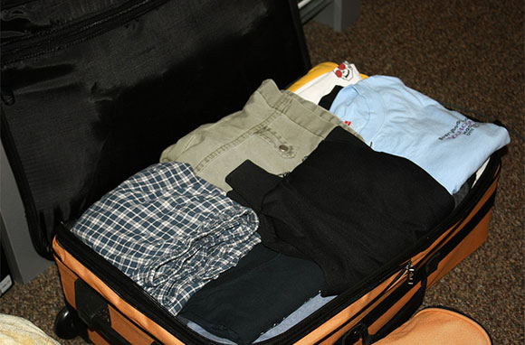 580x382_Pants-in-Suitcase