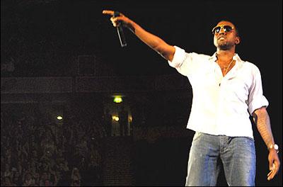 Kanye_stageweb_2